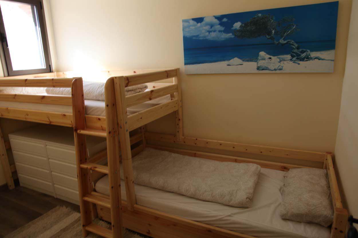 children-room-twin-bed-camas-habitaciones-familia-casa-rural-reserva-informacion-turismo
