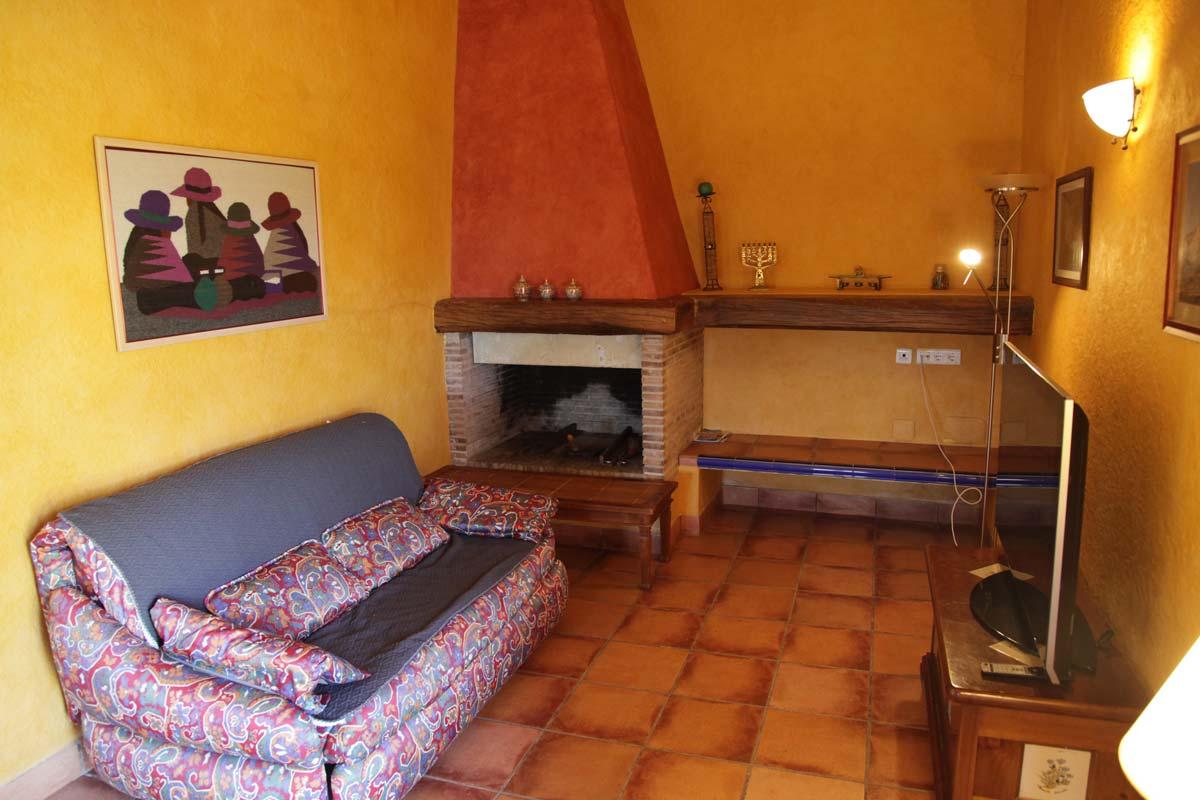 chimenea-fuego-a-tierra-fireplace-mar-piscina-holidays-family