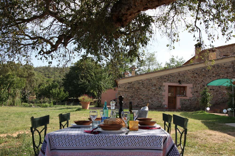mesa-exterior-terraza-relax-tranquilidad-naturaleza-relax-calm-area